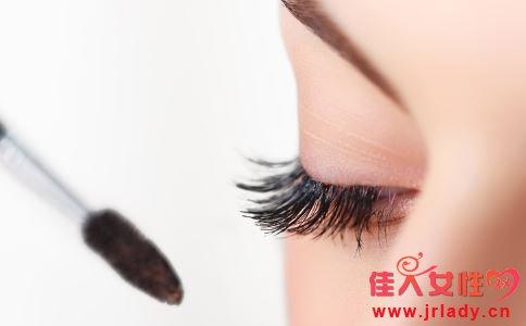 睫毛膏怎么涂 涂睫毛膏的方法 怎样涂睫毛膏才好看