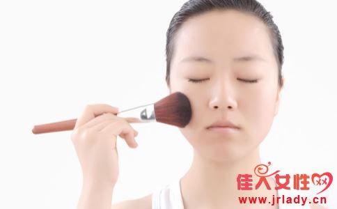 夏季如何化妆不脱妆 怎么化妆不容易脱妆 化妆有什么方法不会脱妆
