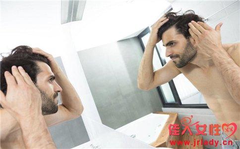 长脸男生适合什么发型 男人哪种发型有魅力 男人什么发型更型男