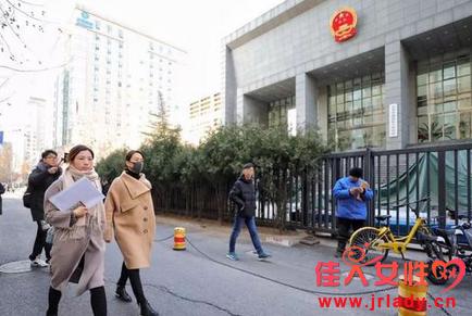 马苏现身海淀法院 起诉黄毅清诽谤