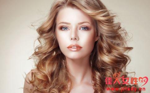 冬季什么发型好看 什么发型可以提高气质 冬季卷发好看吗