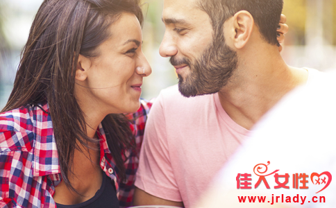 成熟女人喜欢你的表现 女人爱上你的表现 女人喜欢一个人有什么表现