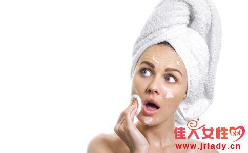 不同肤质如何补水 敏感性肌肤怎么补水 皮肤补水方法