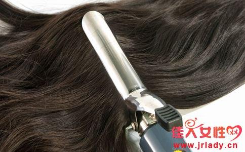 头发爱出油怎么办 头发出油的原因 头发爱出油怎么打理