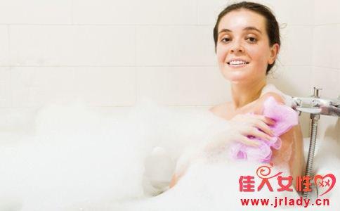 牛奶洗澡能美白吗 怎样洗澡可以美白 美白的方法有哪些