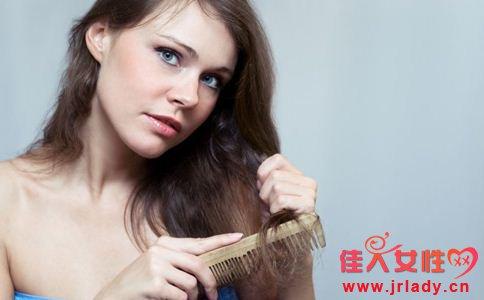 女生油性头发怎么办 头发油的原因 头发如何控油