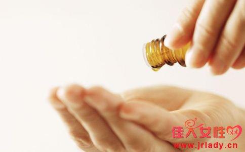 私处护理液怎么用 女人怎么选择合适的私处护理液 女人使用护理液要注意什么