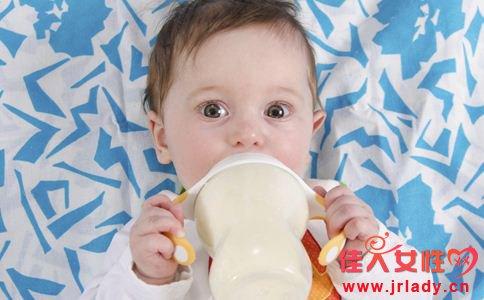 混合喂养的宝宝不吃奶粉怎么办 宝宝不吃奶粉的原因 宝宝不吃奶粉怎么回事