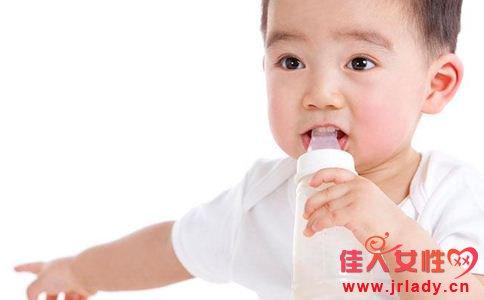 宝宝不爱喝水怎么办 如何让宝宝爱上喝水 宝宝的喝水量是多少