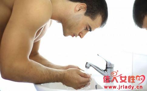 男性如何护肤 男性护肤要注意什么 男性有什么护肤方法