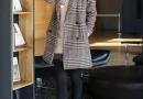 西装造型格纹大衣 体现出非常迷人温馨气息