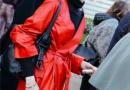 大红色外套配什么颜色的打底衫