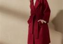 红色大衣怎么搭配衣服 遵循这几种搭配法则