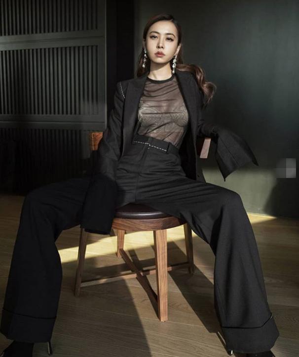 蔡依林身穿黑色透视装 性感冷艳霸气十足