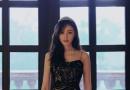 张天爱身穿黑色亮片吊带裙 大秀姣好身材