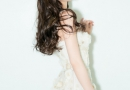 Angelababy身穿薄纱材质的长裙 大秀好身材