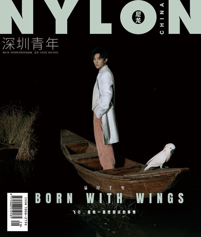 易烊千玺杂志大片曝光 身穿白色西装如王子