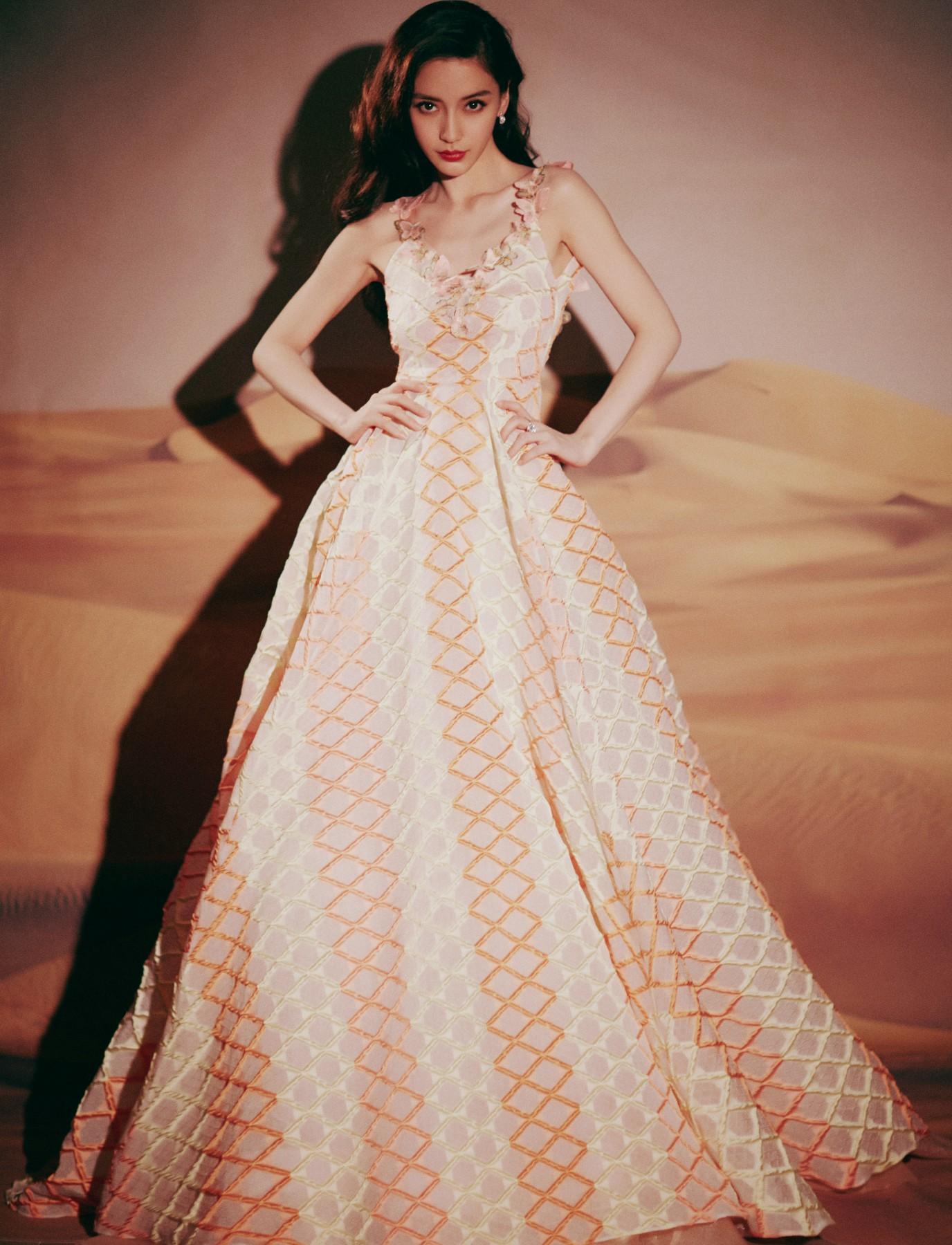 Angelababy一袭粉色刺绣几何礼裙 优雅又少女