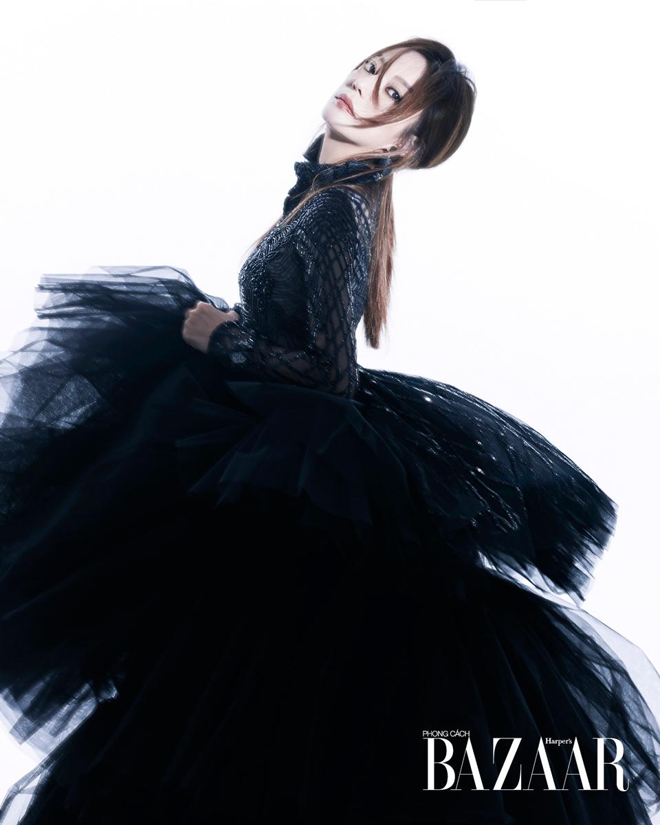 赵薇身着黑色高定礼服 宛如高贵的黑天鹅